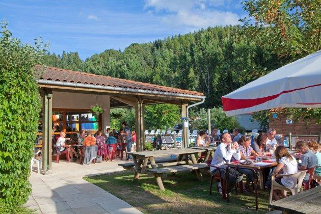Terrasse restaurant a coté de la piscine